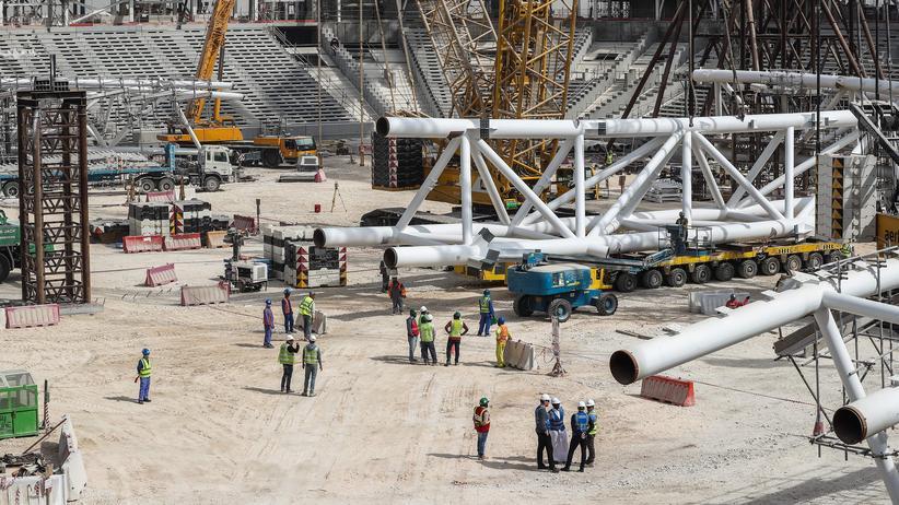 Fußball-WM 2022: Arbeitsbedingungen in Katar unverändert schlecht