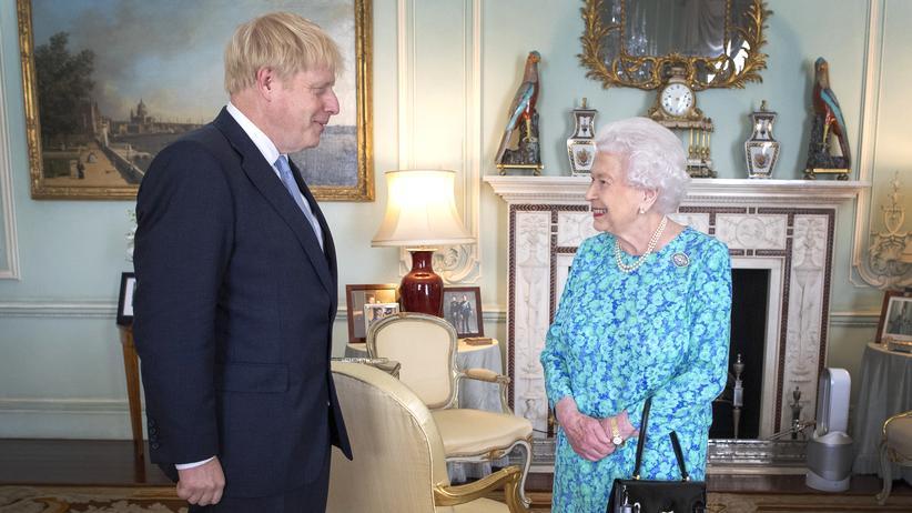 Großbritannien: Boris Johnson bei einem Treffen mit Königin Elizabeth II. Ende Juli