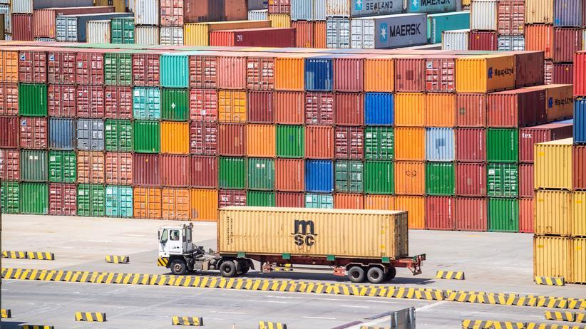 Handelsstreit: Container im Hafen von Yangshan in Shanghai.
