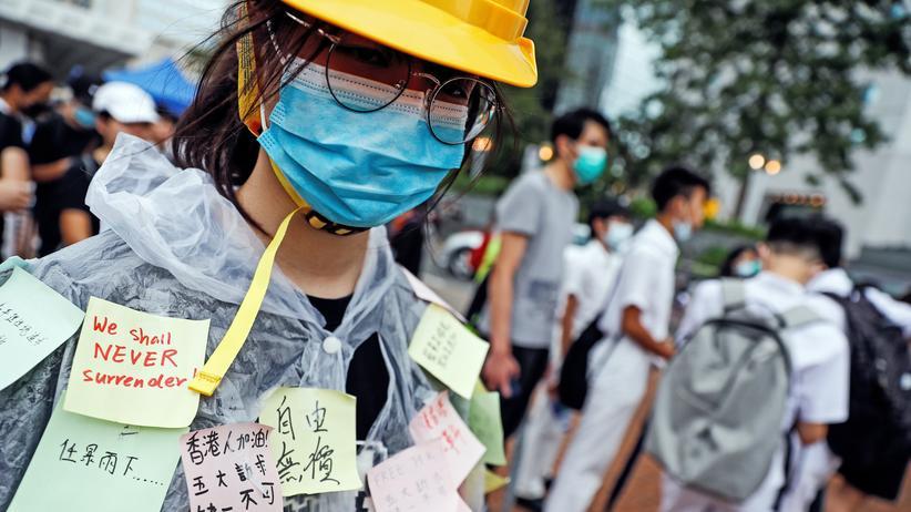 Hongkong: Protest statt Uni-Kurse: So wie Hunderte weitere ist auch diese Studentin dem Boykott-Aufruf der Demokratiebewegung zum Ende der Sommerferien gefolgt.