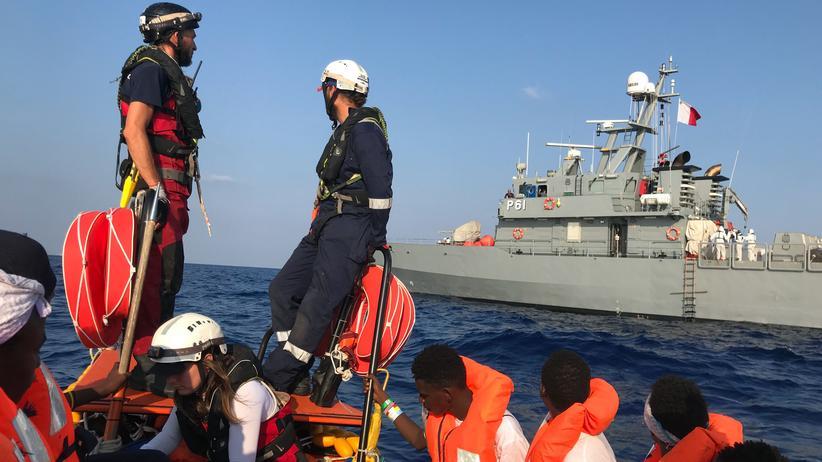 Horst Seehofer: Migranten werden von dem norwegischen Rettungsschiff Ocean Viking gerettet.