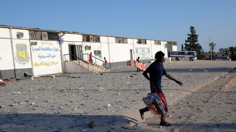 Migration: Gebäude eines Internierungslagers für afrikanische Flüchtlinge in einem Vorort der libyschen Hauptstadt Tripolis.