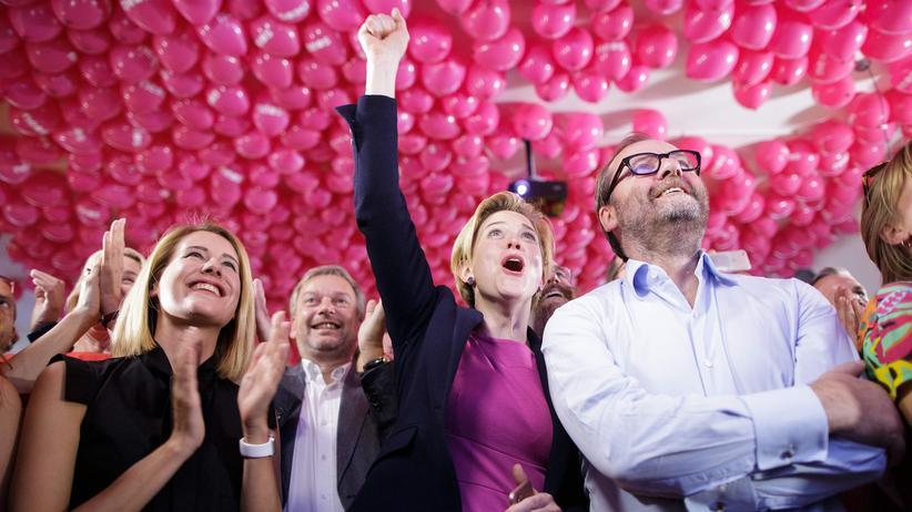 Neos-Chefin Beate Meinl-Reisinger (41, Mitte) in Freude nach der Nationalratswahl in Österreich 2017