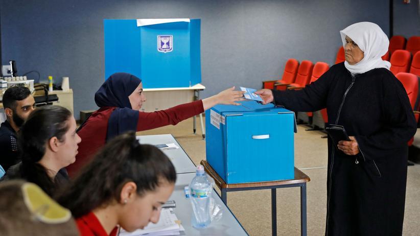 Israel-Wahl: Arabische Israelis bei der Parlamentswahl. Gegen arabische Parteien hatte Netanjahu im Wahlkampf Stimmung gemacht.