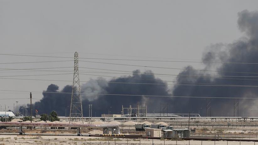 Saudi-Arabien: Rauch über der Ölförderanlage der Ölförderanlage Abkaik nach dem Drohnenangriff
