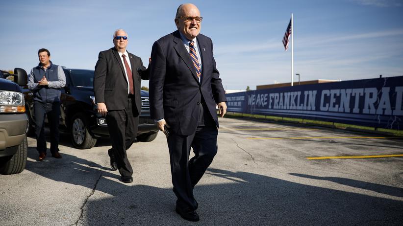 Rudy Giuliani: Rudy Giuliani, der persönliche Anwalt von US-Präsident Donald Trump, auf dem Weg zu einer republikanischen Wahlkampfveranstaltung im November 2018