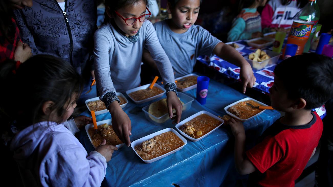 """Argentinien: """"Die Schlangen vor Suppenküchen werden immer länger"""""""