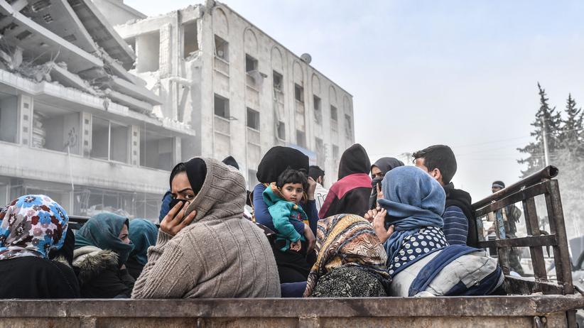 Europäische Union: Zivilisten fliehen im März 2018 aus Afrin im Norden Syriens, nachdem türkische Streitkräfte die kurdische Stadt eingenommen hatten.