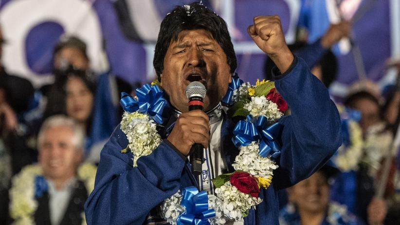 Evo Morales: Evo Morales gibt sich kämpferisch: Der bolivianische Präsident hält kurz vor den Wahlen eine Rede in der Stadt El Alto, unmittelbar westlich von La Paz.