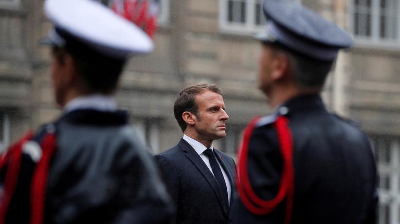 Polizeiattentat: Frankreichs Präsident Emmanuel Macron auf der Trauerfeier für die vier erstochenen Polizisten
