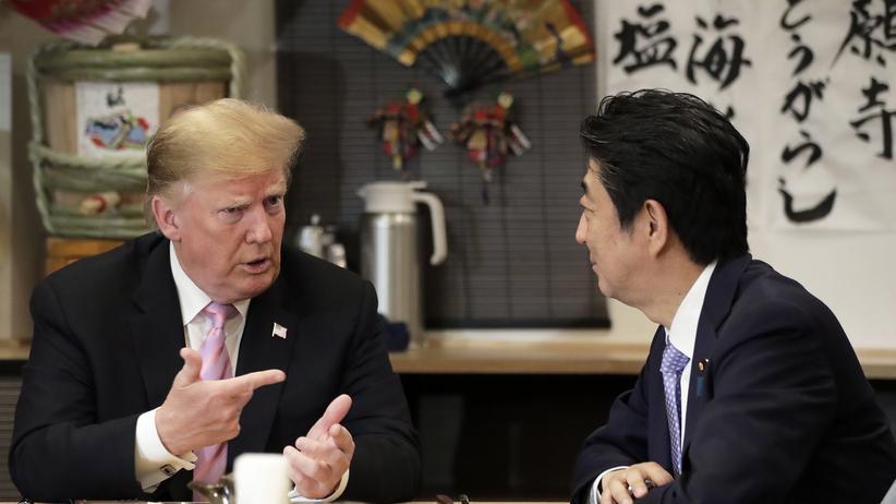 Freihandelsabkommen: US-Präsident Donald Trump und der japanische Premierminister Shinzo Abe bei einem Treffen in Tokyo