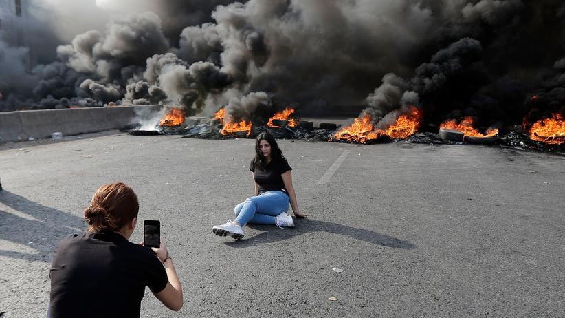 Libanesische Regierung: Demonstrationen im Libanon verhindern Steuer auf WhatsApp