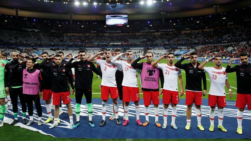 Türkische Nationalmannschaft: Türkischer Botschafter verteidigt Militärgruß von Fußballspielern