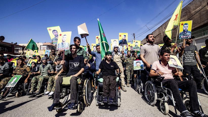 Militäroffensive: Die kurdische Autonomieverwaltung in Syrien ruft Kurdinnen und Kurden zum Protest gegen die Türkei auf.