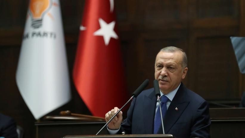 Nordsyrien: Der türkische Präsident Recep Tayyip Erdoğan spricht zu Mitgliedern seiner Partei