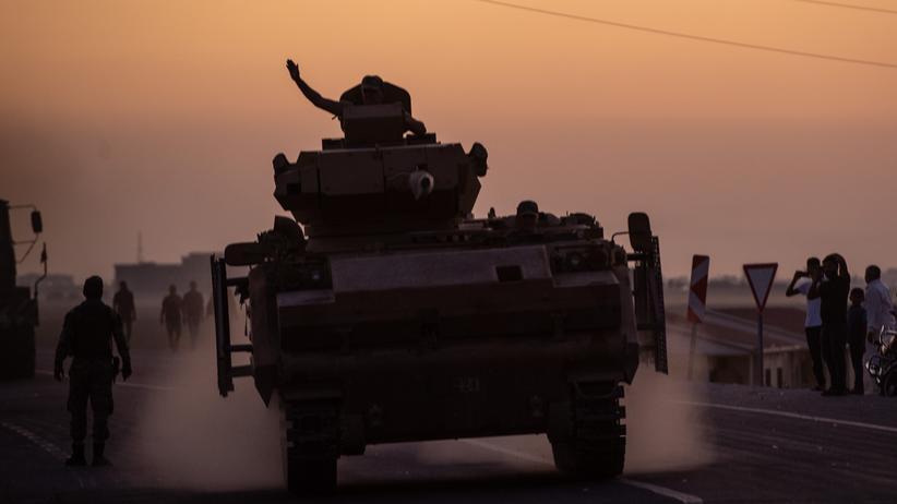 Nordsyrien: Türkische Militäreinheiten kurz vor dem Grenzübertritt zu Nordsyrien nahe der türkischen Grenzstadt Akcakale.