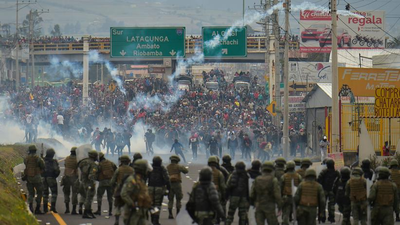 Quito: Demonstranten und Polizisten treffen in der Hauptstadt Quito aufeinander.