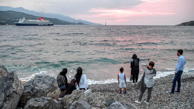 Migration: Griechenland bringt Tausende Flüchtlinge aufs Festland