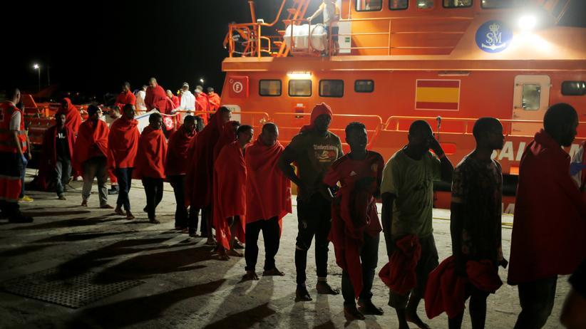 Seenotrettung: Nur mit kleinen Schritten