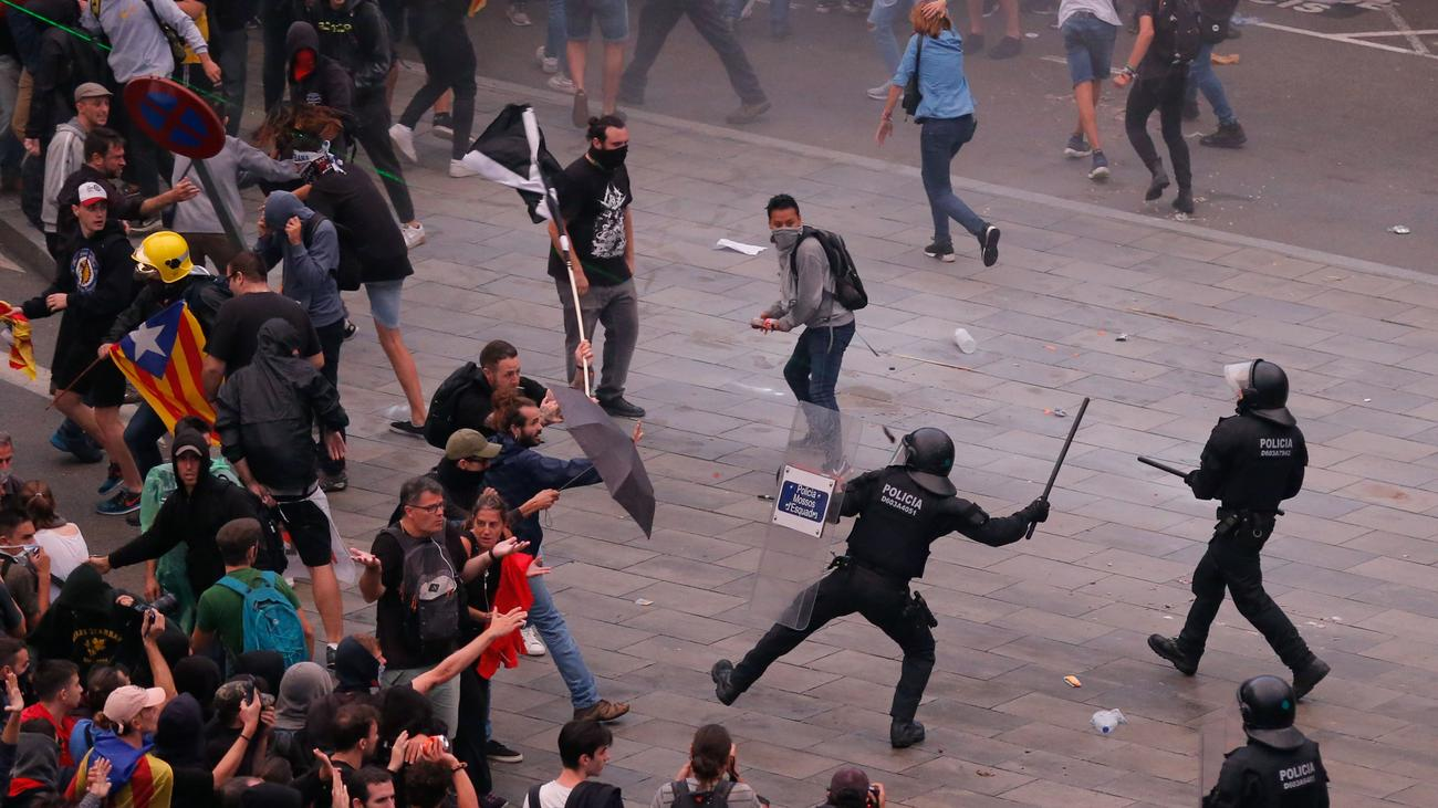 Barcelona: Zusammenstöße nach Verurteilung von Separatistenführern