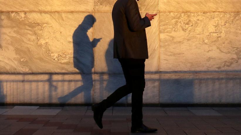 E-Evidence-Verordnung: Verdächtig? Jeder, der digital unterwegs, hinterlässt Spuren, die die Polzei interessieren könnte.