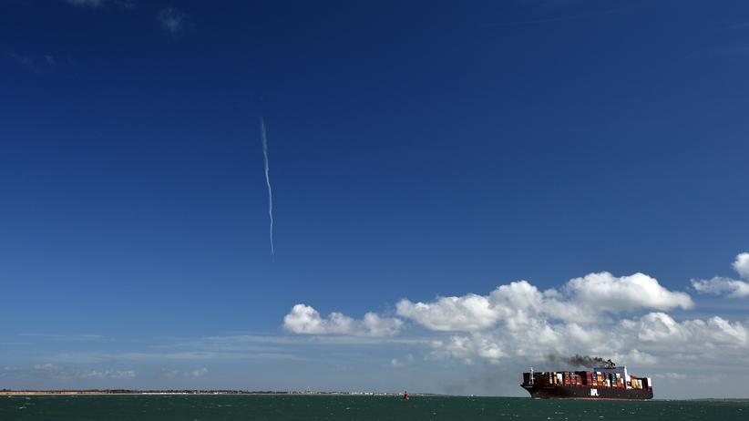 EU-Austritt: Ein Containerschiff erreicht den Hafen im südenglischen Southampton. Für die Zeit nach einem EU-Austritt strebt Großbritannien ein bilaterales Handelsabkommen mit den USA an.