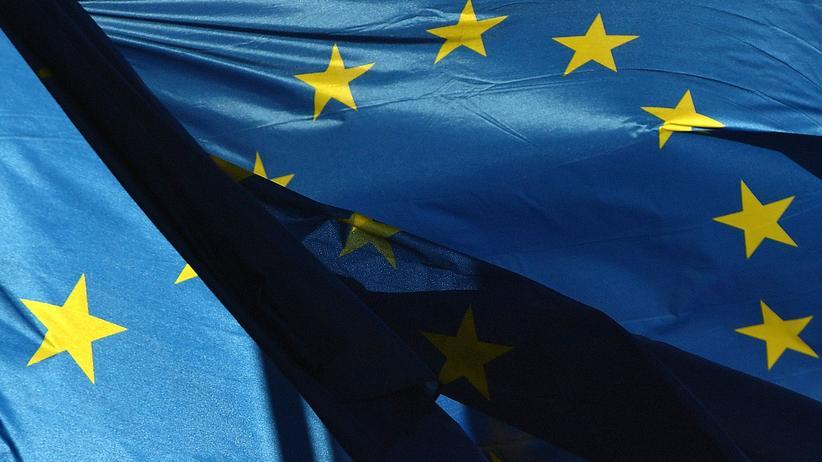 Europaparlament: Die ursprünglichen Kandidaten aus Frankreich, Ungarn und Rumänien waren im Parlament durchgefallen, deshalb mussten die drei Länder neue Kandidaten nominieren. Der einst für den 1. November geplante Amtsantritt der neuen Kommission hat sich deshalb verzögert.