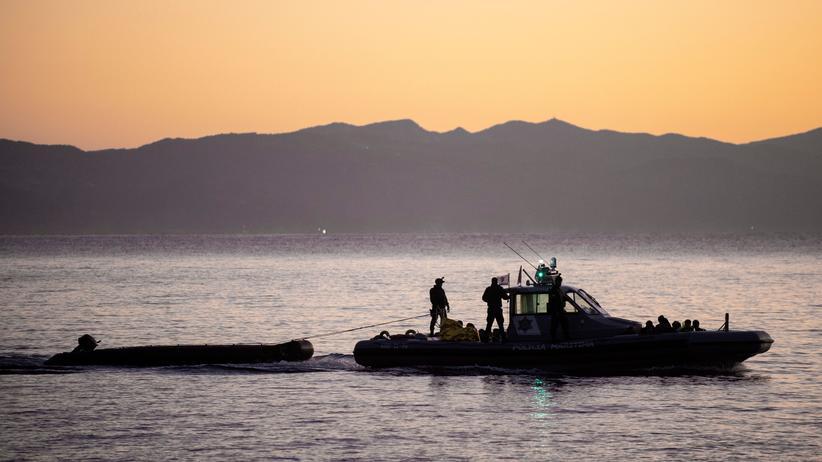 Frontex: Grenzschützer der EU-Behörde Frontex patrouillieren im Mittelmeer.