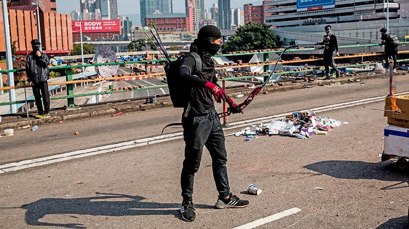 Hongkong: Mit Pfeil und Bogen gegen die Obrigkeit