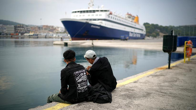 Griechenland: Migranten von Lesbos aufs Festland verlegt