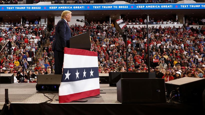 Impeachment-Anhörung: Am Tag der ersten öffentlichen Anhörung zum Impeachment-Prozess: Präsident Donald Trump auf einer Wahlkampfveranstaltung in Bossier City, Louisiana