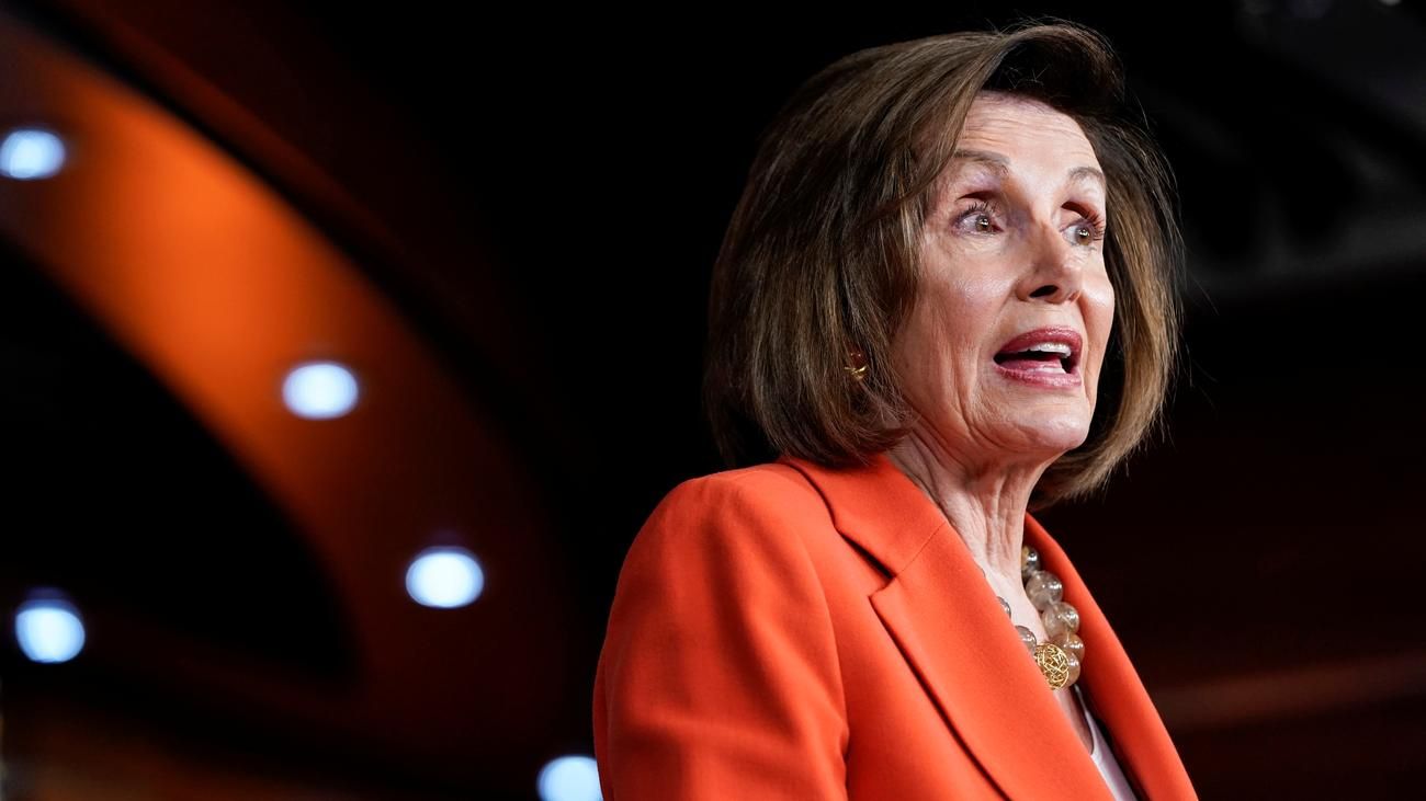"Impeachment-Anhörung: Nancy Pelosi wirft Donald Trump ""Bestechung"" vor"