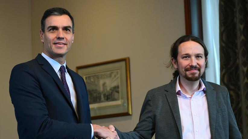 Pedro Sánchez: Haben in Madrid eine Vorvereinbarung für eine Koalitionsregierung getroffen: Der Chef des Linksbündnis Unidas Podemos, Pablo Iglesias (r.), und der geschäftsführende Ministerpräsident Pedro Sánchez, der auch Chef der Sozialisten ist.