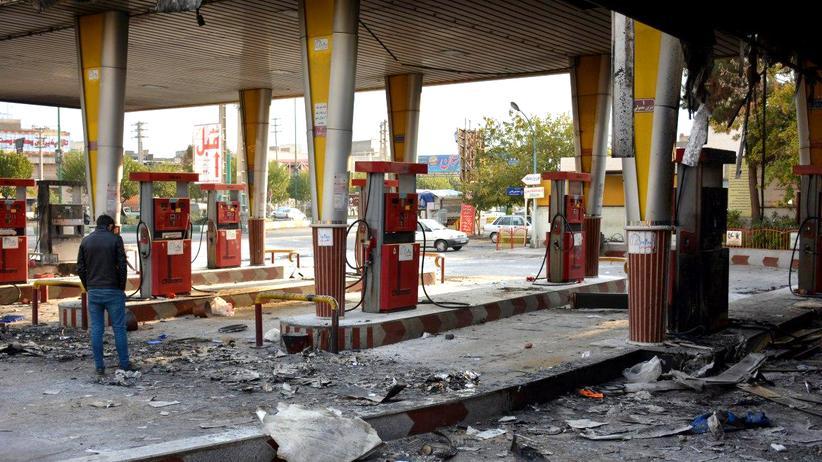Proteste im Iran: Eine bei den Protesten abgebrannte Tankstelle in Eslamschahr