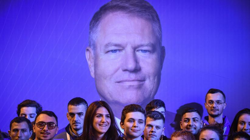 Rumänien: Amtsinhaber Klaus Iohannis muss in der Stichwahl gegen Sozialdemokratin Viorica Dăncilă antreten.