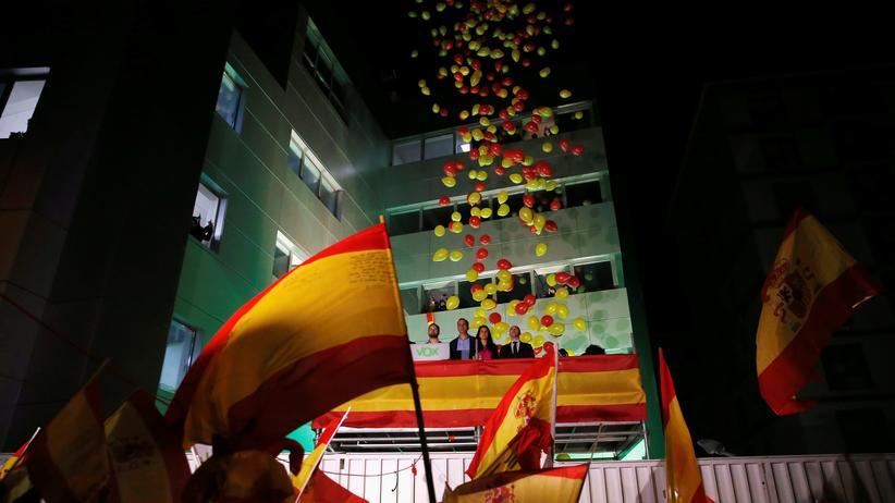 Spanien: Unterstützerinnen und Unterstützer der rechten Partei Vox in Madrid