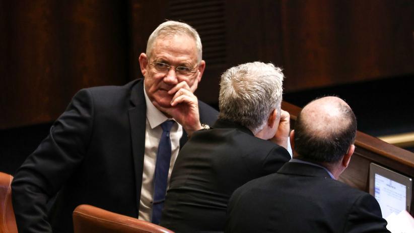 Benjamin Netanjahu: Benny Gantz (links) während der letzten Knesset-Sitzung vor der Auflösung