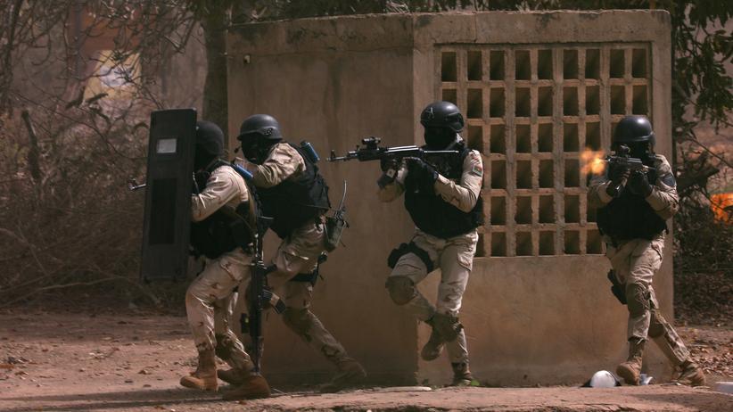 Burkina Faso: Soldaten in Burkina Faso nehmen im November 2019 an einer Militärübung teil.
