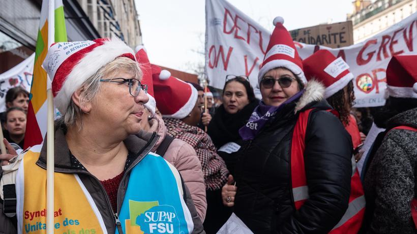 Frankreich: Lehrerinnen der Gewerkschaft FSU demonstrieren gegen die Rentenreform, aufgenommen am 17. Dezember. Es war der zwölfte Tag der Streiks.