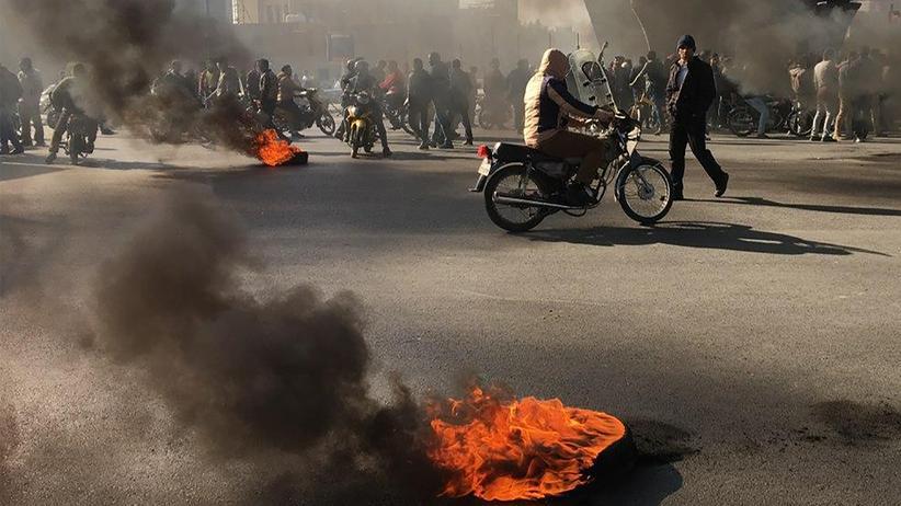 Iran: Mitte November im iranischen Isfahan: Protest gegen die Erhöhung der Benzinpreise