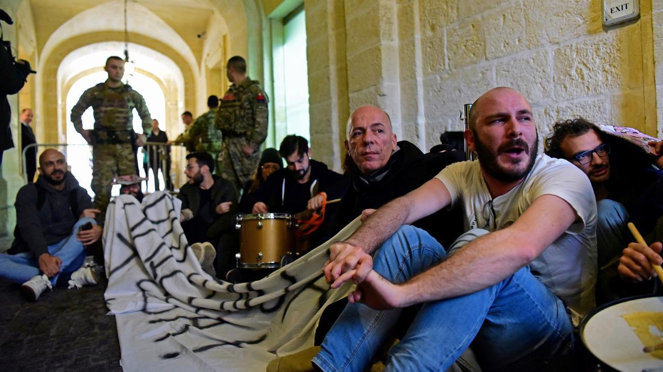 Joseph Muscat: Demonstranten stürmen Amtssitz von Maltas Regierungschef