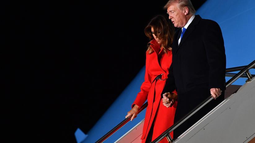 Nato-Gipfel: Gelandet in Stansted: US-Präsident Donald Trump und seine Frau Melanie bei ihrer Ankunft in London