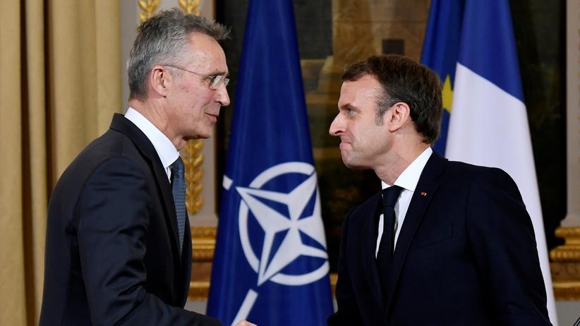 """Nato-Treffen: Frankreichs Präsident hat die Nato """"hirntod"""" genannt: Emmanuel Macron (r.) und Nato-Generalsekretär Jens Stoltenberg  am 28. November im Elysee-Palast"""