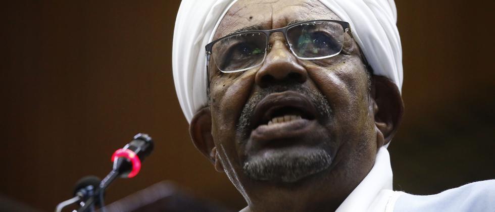 Sudan: Ex-Präsident Omar al-Baschir zu zwei Jahren Hausarrest verurteilt