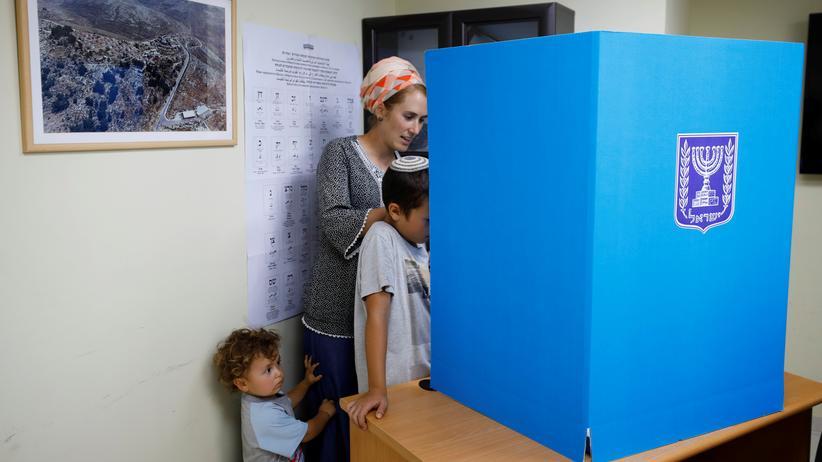 Regierungsbildung: Die dritte Parlamentswahl in Israel innerhalb eines Jahres soll nach den Vorstellungen des Mitte-Bündnisses Blau-Weiß im März 2020 stattfinden.