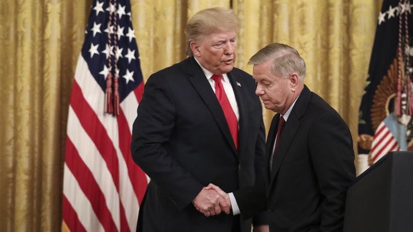 Impeachment: Der einflussreiche republikanische Senator Lindsey Graham neben Präsident Donald Trump: Graham ist seit Januar Vorsitzender des Justizausschusses im Senat.