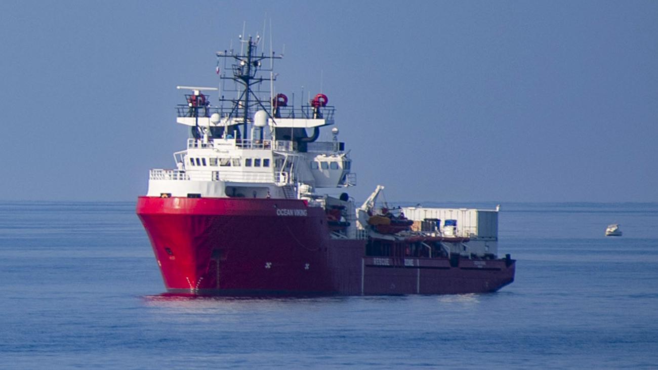 """Rettungsschiff: Gerettete auf """"Ocean Viking"""" gehen in Italien an Land"""