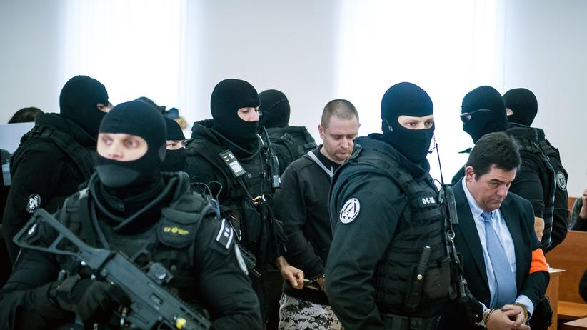 Slowakei: Der Angeklagte Marián Kočner wird in den Gerichtssaal eskortiert. (Foto vom 19. Dezember 2019)