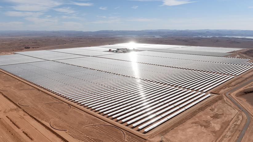 Madrid: Industriestaaten können durch CO2-Einsparungen in anderen Ländern, beispielsweise durch den Bau von Solarstromanlagen wie hier in Marokko, ihre eigene CO2-Bilanz verbessern. Die genaue Ausgestaltung dieses Mechanismus ist ein Streitpunkt auf der Klimakonferenz in Madrid.
