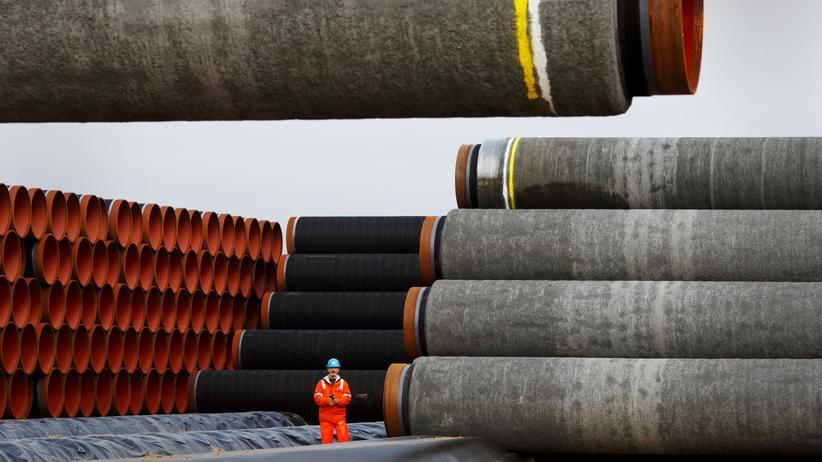 Mateusz Morawiecki: 160 Kilometer der Ostsee-Pipeline Nord Stream 2 fehlen noch. Kurz vor der Fertigstellung hatten die USA Sanktionen gegen die Firmen verhängt, die die unterseeischen Rohre verlegt hatten.